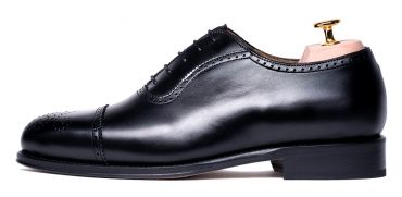 Black classic Oxford, classic shoes, classic oxfords, brogue shoes, elegant shoes for the office, quality shoes, long lasting shoes, comfortable shoes