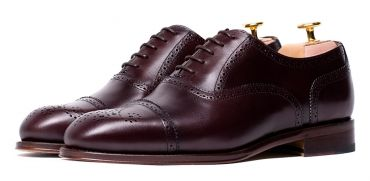 Burgundy shoes for men, Oxford shoes for men, versatile Oxford shoes, casual shoes, elegant shoes for men, full brogue shoes for men, stylish shoes