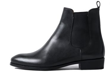 Chelsea boots in black leather, boots without laces, comfortable boots for women