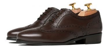 Wingtip Oxford shoes in dark brown leather for woman, comfortable formal shoes to go to work