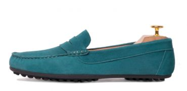 Suede driver shoes with a tone green. Comfortable shoe for summer