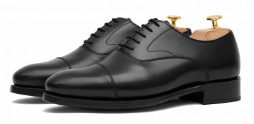 Black Oxford shoe for men, Plain Oxford shoe, shoe with english last, classic shoes, elegant shoes, dress shoes, dress shoes for weddings, wedding shoes for men