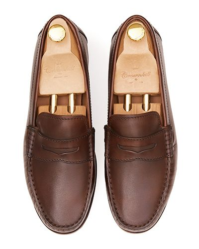 Driver shoes with eye mask in brown. Comfortable shoe for summer