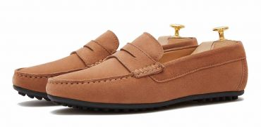 Moccasin shoe made with an eye mask quality to brown. comfortable shoe for summer