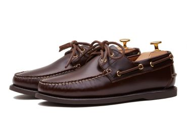 Men's boat shoes made in chestnut brown leather. It's included on our collection of summer shoes.