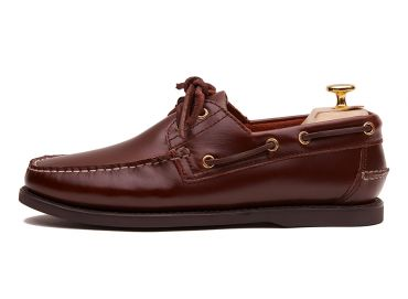 Men's boat shoes made in burgundy leather. It's included on our collection of summer shoes.